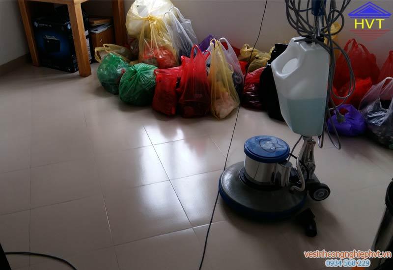 Chuẩn bị đánh sàn nhà, nhà chị Hiền - Xuân Đỉnh